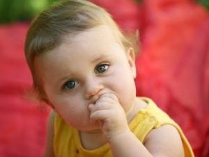 Как рассмотреть у ребенка первые признаки аутизма