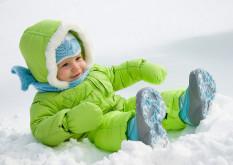 Какую зимнюю одежду выбрать малышу?