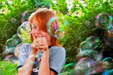 Как развлечь ребенка на свежем воздухе?