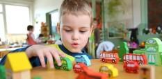 Почему вашему малышу так нравятся машинки?